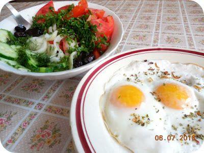 Miercurea fara carne cu ochiurile pe salatate