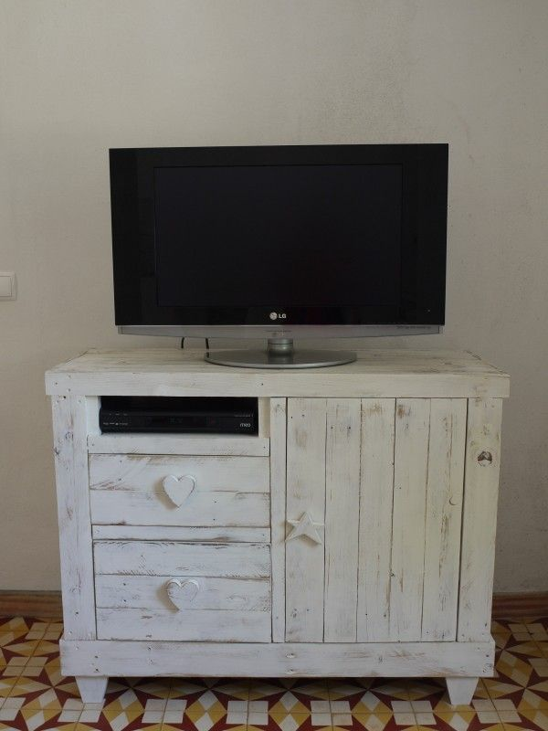 P1060097 600x800 Pallet chest drawer/tv stand in bedroom  with TV Stand pallet Furniture Chest