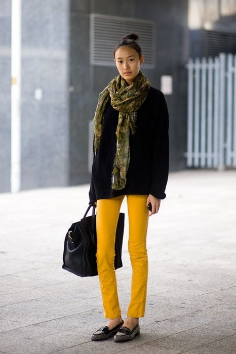colored denim.  Get the look - check out Akira and F21!: Yellow Jeans, Style, Yellow Pants, Fashion Week, Outfits Ideas, London Fashion, Casual Outfits, Skinny Pants, Colors Denim
