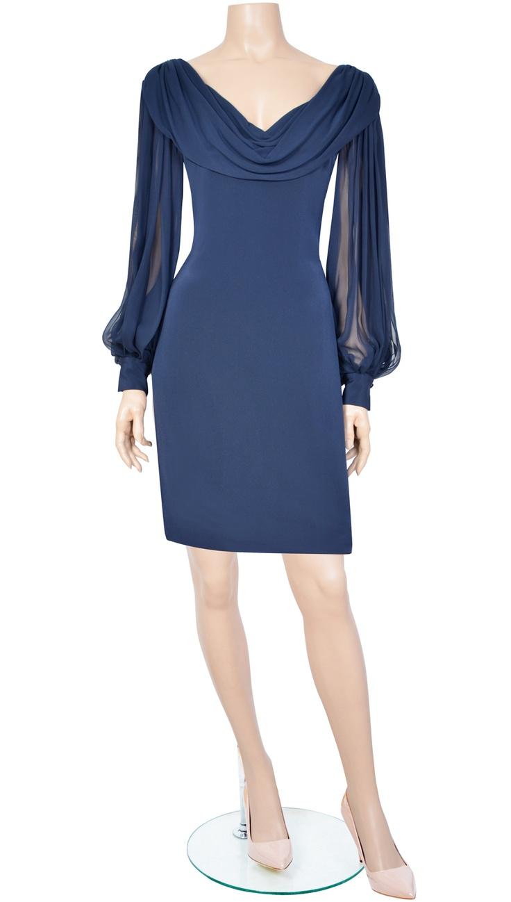 Vestido azul con mangas de seda