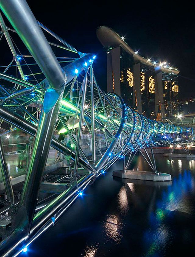 30 of the most fabulous and unique bridges of the world - Blog of Francesco Mugnai.  Double Helix Bridge, Singapore.