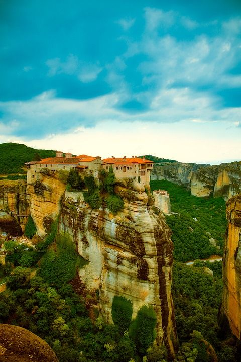 Meteora is an incredible place to visit during a family vacation in #Greece. Find out more here!