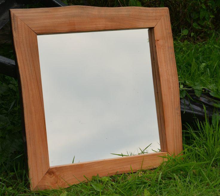 spiegel met rustieke houten lijst