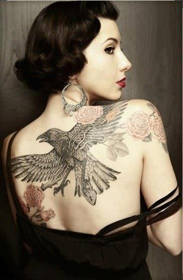 Tatouage corbeau oiseau et rose fleur dos femme