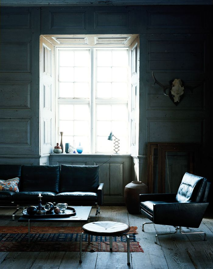 Living Room ǁ Fritz Hansen products: PK33™ stool, PK31™  sofa and PK61™ table by Poul Kjærholm