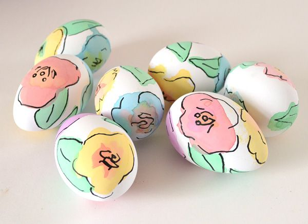 You don  39 t need to be an artist to make these beautiful watercolor floral Easter eggs