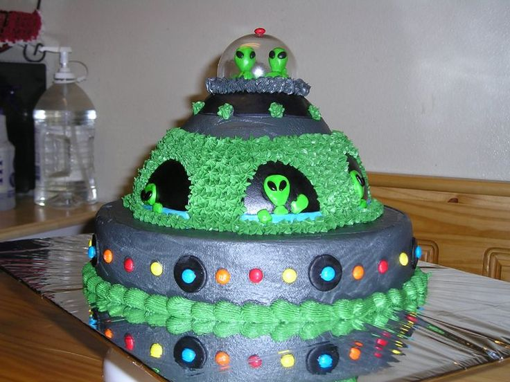 Alien Ship All In Bc And Fondant Aliens The Cake Was