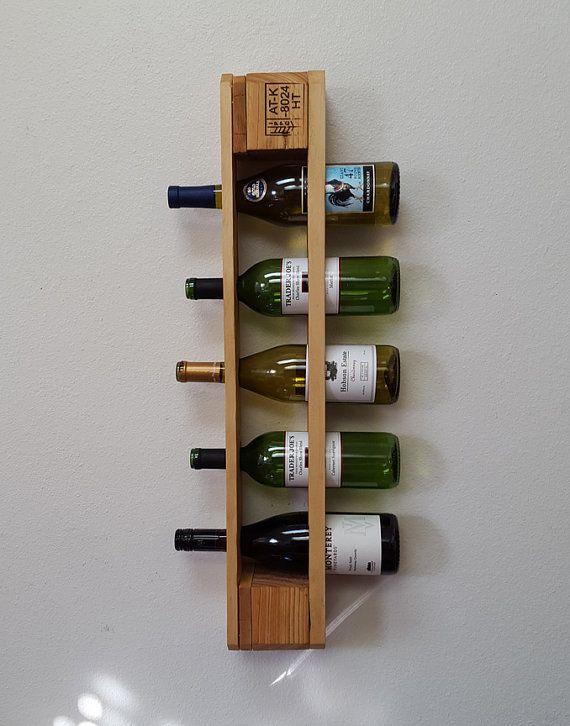 Geregenereerde Pallet wijn Rack. van BlueFoxFurnishings op Etsy