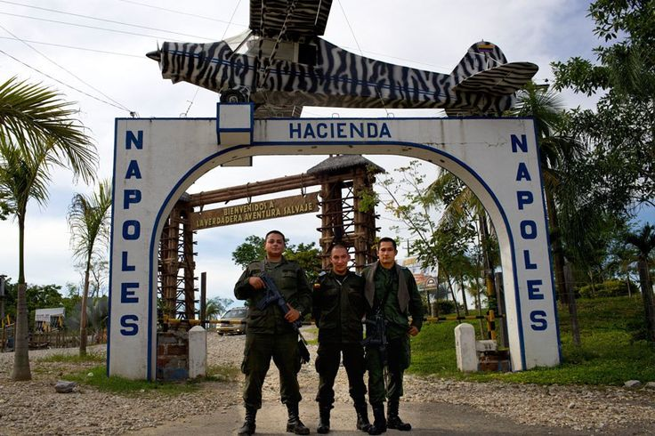 Наркобарон Пабло Эскобар (Pablo Escobar) еще будучи при жизни построил имение «Хасьенда Наполис» (Hacienda Napoles) как монумент своего величия. Даже 22 года спустя после его…