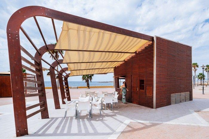 """Chiringuito """"La Moraga"""" – Adra 2012 Proyecto consutruido en 2012. Construcción singular en Adra (Almería), basada en diseño paramétrico con Grasshopper. Arquitectura modular en madera: OSB hidrofugado + Listones de pino"""