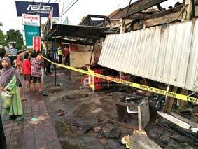 Tiba-tiba Listrik Padam, Berikutnya Lima toko Terbakar - http://denpostnews.com/2017/04/21/tiba-tiba-listrik-padam-berikutnya-lima-toko-terbakar/