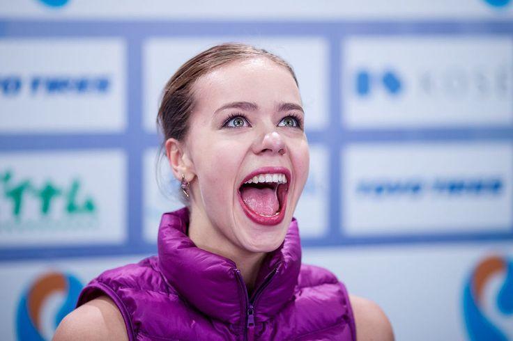 フィギュア界のカリーシ ヘアカラーといい、メイクと言い寄せてきてると思われる、フィギュア界のエミリア・クラークこと、アンナ・ポゴリラヤ。地元開催のロステレコム杯で優勝が決まって満面の笑み!