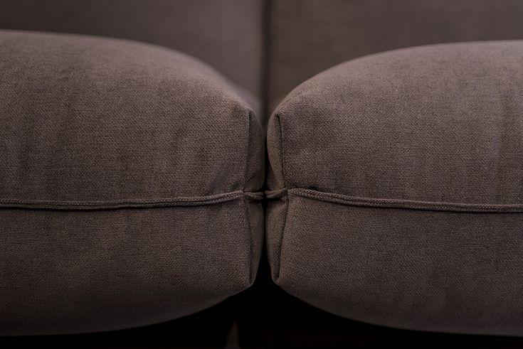 Ülései és támlái magas minőségű, nagy rugalmasságú, több különböző típusú rétegezett PUR hab, kacsatoll és szilikongolyók kombinálásával éri el egyedülálló komfortját. Elemválasztéka nagy, különböző méretű kanapékból, fotelból és chaise lounge-ból áll, melyek külön kívánságra egyedi méretben is készülhetnek.