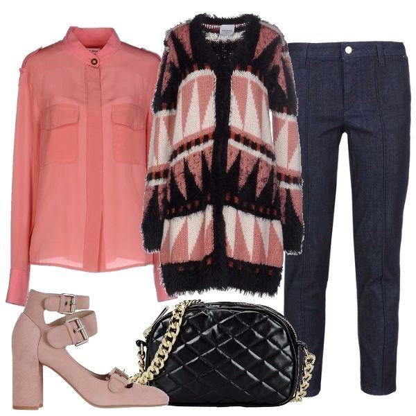 Outfit dai toni femminili, jeans corti con nervatura, camicia con collo alla coreana, lungo cardigan con motivi etnici, scarpe bebè con tacco e fibbie e piccola tracolla matelassè.