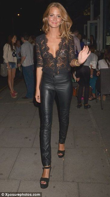 Millie Mackintosh strutting her stuff with her gorgeous #brunette #shoulderlength hair!