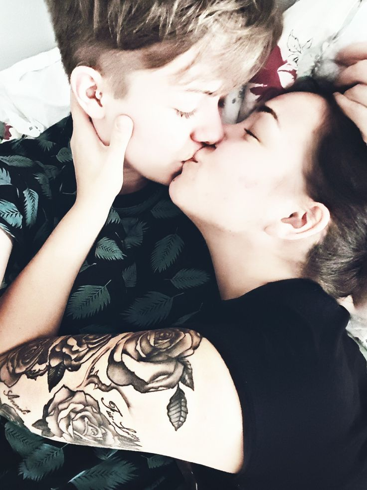 I love you so damn much  #couplegoals #lesbian #pansexual #couples #kärlek #mitthjärta #puss #kiss #girlswholikegirls #girlswithtattoos #rosetattoo #kissing #pansexuell #lesbisk