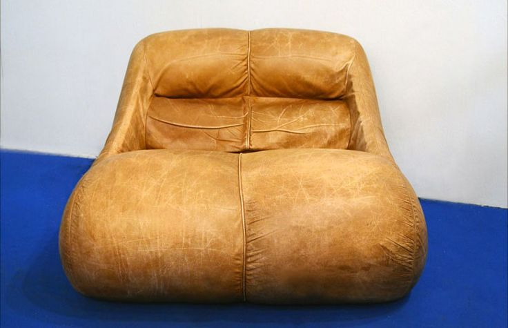Rarissima poltrona disegnata da De Pas-D'Urbino-Lomazzi per BBB Bonacina nel 1967. Rivestimento in pelle originale, marcato sul fondo. Disponibile anche il divano 2 posti. Misure: cm 90 x 100 x h 65 Condizioni: condizioni molto buone