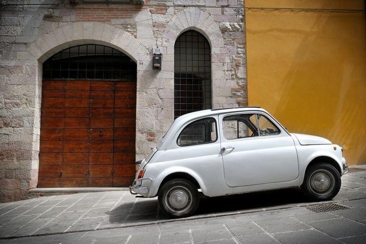La crisi morde e in Italia si guidano auto sempre più vecchie e di minor valore