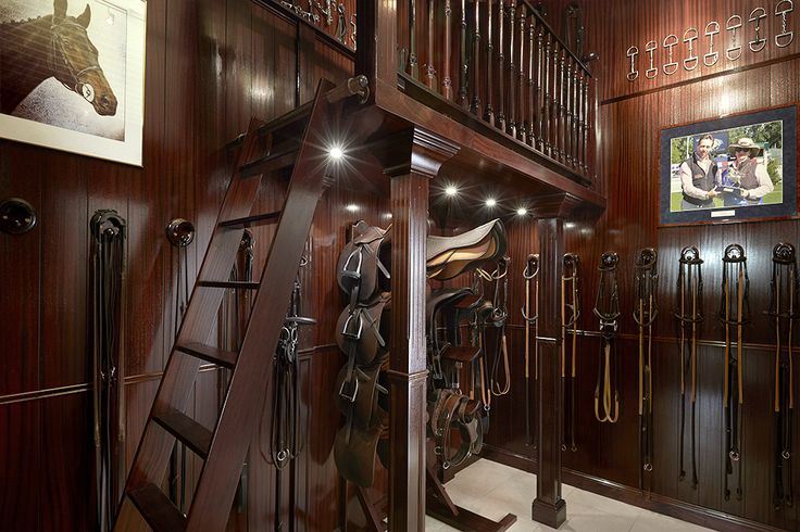mahony zadelkamer, mahogany, royal tack room, tackroom, zadelkamers, zadelkamerinrichting, paardenstal, ruiter, amazone, dressuur