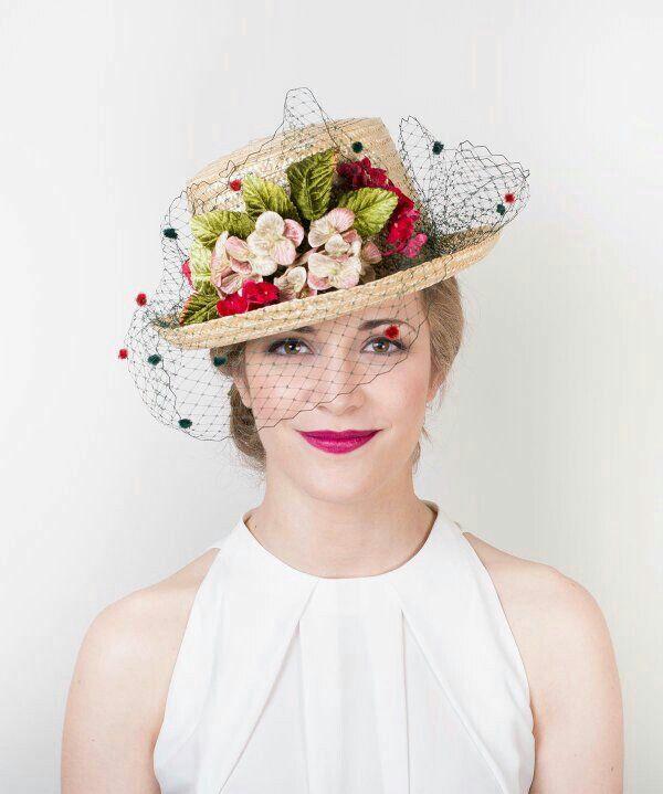 Chistera CarmenVivar #limitededition #headpiece #invitada #tocado #hats #hechoamano #invitadasqueenamoran #carmenvivartocados #carmenvivar #invitadaconestilo #invitadaperfecta