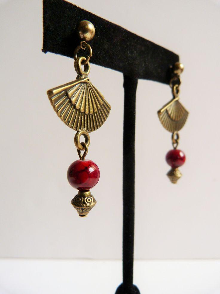 Boucles d'oreilles Envol d'Asie, éventail bronze et rouge. : Boucles d'oreille par bazar-des-reves
