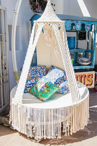 Oh my, how awesome would this be? La Galeria Elefante 2014 | macrame swing circle chair with colourful pillows