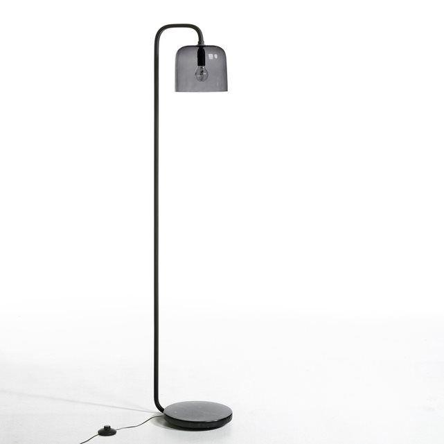 Staande lamp Zella, design E.Gallina AM.PM. : prijs, mening en score, levering. Staande lamp Zella, een creatie van Emmanuel Gallina, in exclusiviteit voor AM.PM. Deze staande lamp biedt een zacht, natuurlijk, genuanceerd licht. Emmanuel Gallina is een designer. Elegantie en eenvoudigheid zijn zijn sleutelwoorden. Eigenschappen :- Basis in zwart marmer, Ø22 cm. - Lampenkap in smoked grijs glas, Ø18 cm. - Fitting E14 voor lamp max. 40 W (niet bijgeleverd). - Elektrische kabel in stof…