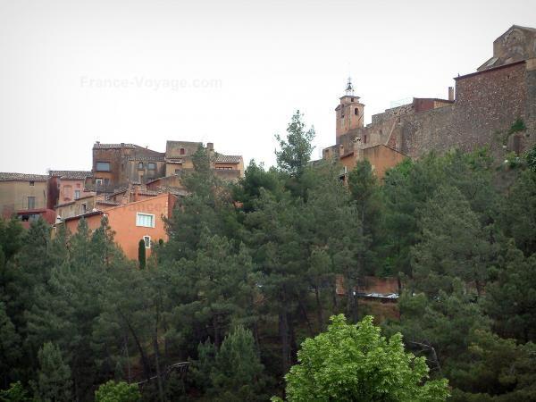 Roussillon - Alberi e case del villaggio