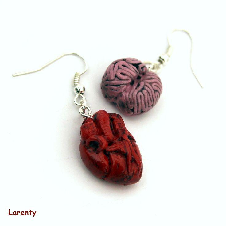 Rozum a cit Naušničky představují srdce a mozek, pro někoho morbidní pro někoho originální. Názory se liší, každopádně jsem se snažila o co nejvěrnější napodobění.