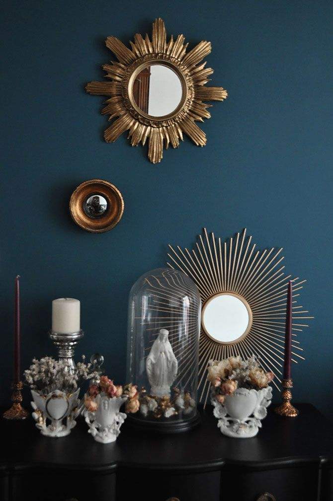 Home décor// Globe de mariée// Miroirs soleil // Interior // Sun Mirror // Gold mirror // Petrol wall // Blue wall // Vierge // religious // Wedding globe // Chandelier // Vases porcelaine de Paris // Vases de mariée // Antique decor
