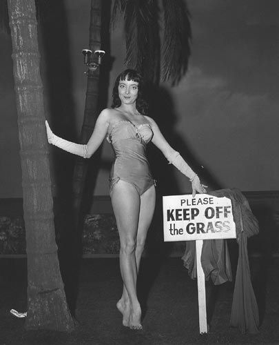 carolyn jones | Carolyn Jones's Feet (450193) - Carolyn Jones Images, Pictures, Photos ...
