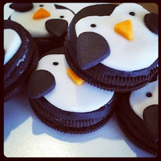 Penguin Oreo Cupcake Toppers with a tutorial