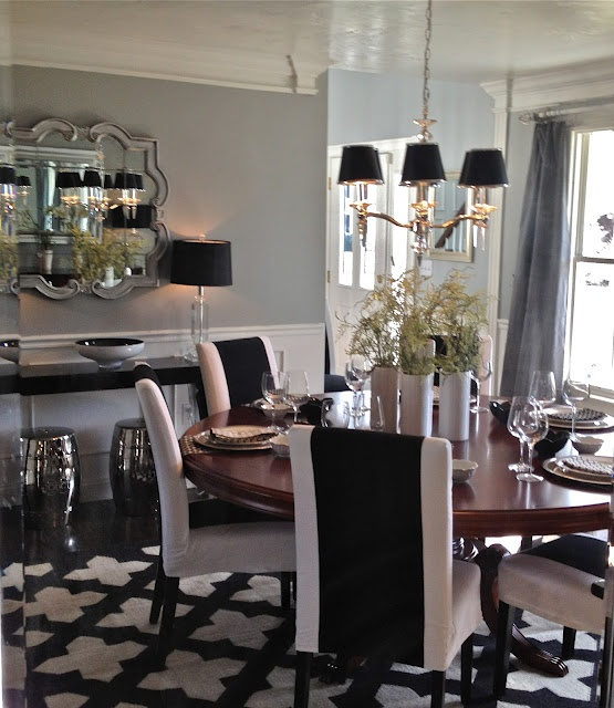 Dining room: Decoration Blog, Dream Dining Rooms, Black And White, Decoration Idea, Black White, South Shore Decoration, Round Tables, South Shore Decorating, Black Wall