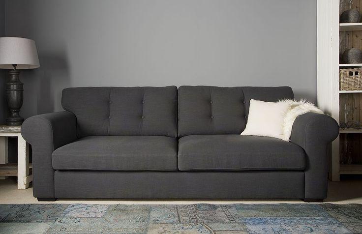 UrbanSofa Bank Merlin. Romantische Sofa uit de Country&Lifestyle collectie. Leverbaar van fauteuil tot mega 4 zitter. Deze XL bank met grote zitkussens.