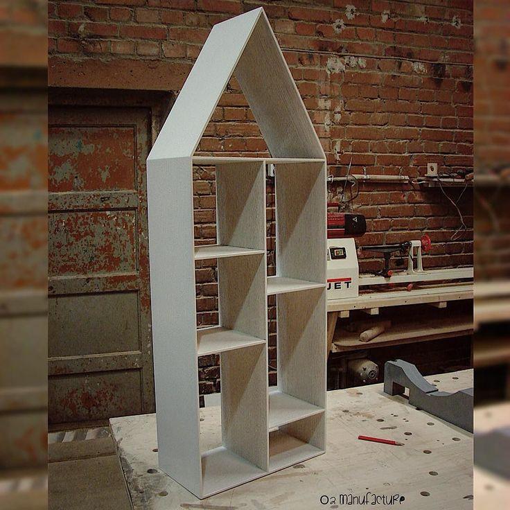 Домик-полка для игрушек и книг по индивидуальным размерам. The house is a shelf for toys and books. #домик #дерево #уют #дом #домдляребенка #кукольныйдомик #кукольныйдом #домдлякукол #детскийдомик #домикдлядетей #длядетей #длядевочки #игрушкидлядетей #подаркидетям #like4like #followme #игрушечныйдомик #длякукол #дляигрушек #домикполка #детскаякомната #forkids #forbaby #wood #wooden #woodwork #woodcraft #woodshop #reclaimedwood #мебельназаказ de o2manufacture