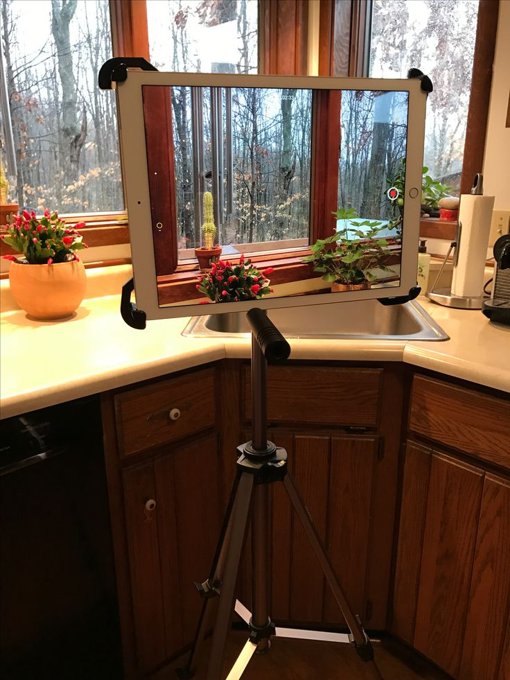 Testing my Caddie Buddy iPad mount with a tripod. Super secure, excellent service! http://caddiebuddy.com