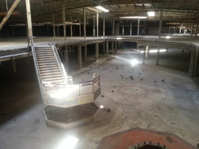 Creepy Photos The Abandoned Hawthorne Mall Used In Gone Girl - 30 haunting images abandoned shopping malls