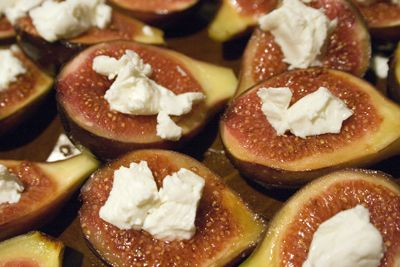 Warm Honeyed Figs with Goat Cheese | All recipes with Trader Joes products for easy, quick, healthy meal ideas