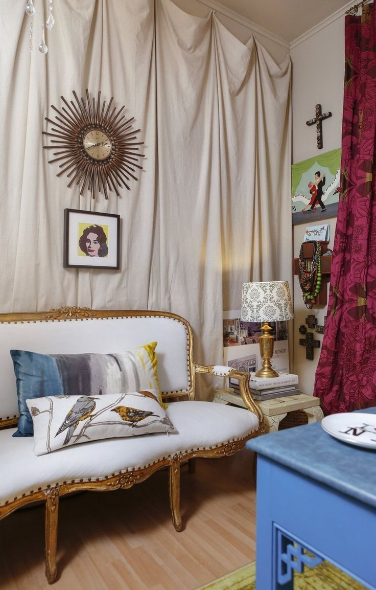 Valorie's Bold New Orleans Home - use magazine to raise a lamp