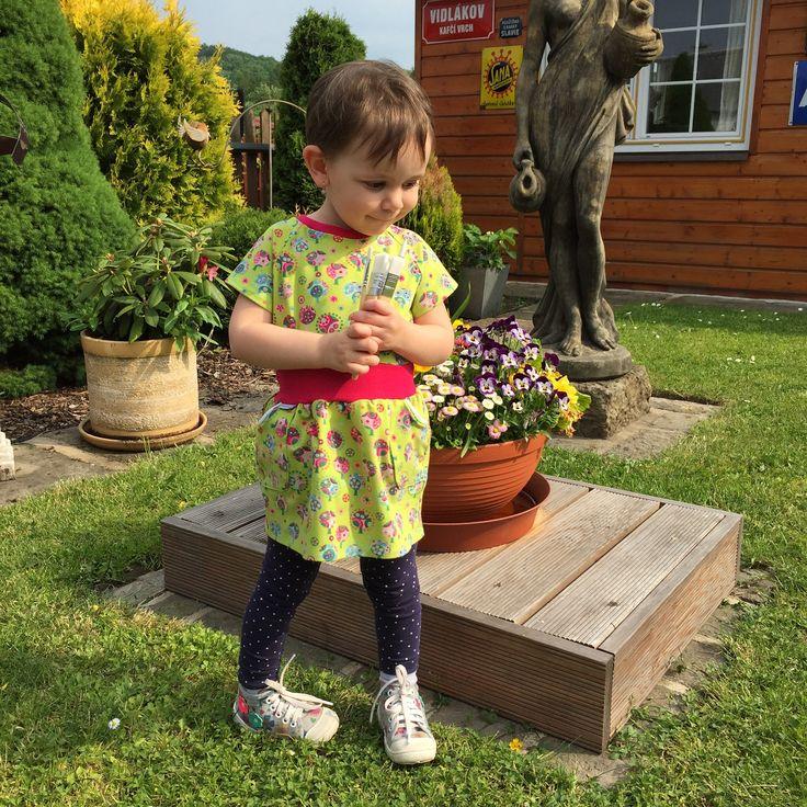 """šatičky ... KOUZELNÁ ZAHRADA - dívčí šaty z bavlněného úpletu, slušivý střih, který umožňuje malým slečnám volný pohyb nožek při lezení a běhání - dětem se dobře obléká, nikde netlačí šatičky ve velikostech """"KLASIK"""" a """"SLIM""""  ... prosím měřte, míry v tabulce velikostí  ..."""