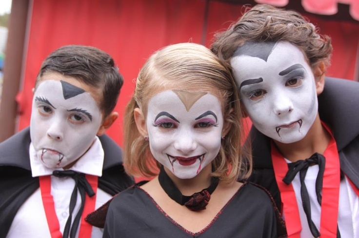 All kids dressed as a vampire and participate in the World Record attempt on Friday, October 12th will receive a FREE one-day child ticket to return to LEGOLAND California between October 13 and December 25.