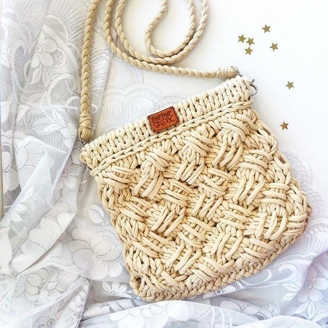 WEBSTA @ purpurfox - Для практичных особ сумочка Criss-Cross mini в однотонном бежевом исполнении Заказать такую же или в любом другом цвете вы можете через директ, вотсап или вконтакте • 3000 руб. Хорошего дня! #purpurfox #purpurfox_crisscross #pastel #etsy #пастельный #нюдовый #бежевый #вязанаясумка #лето #екатеринбург
