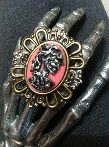 Metallic Skull Cameo on PiNK! this one is a ring