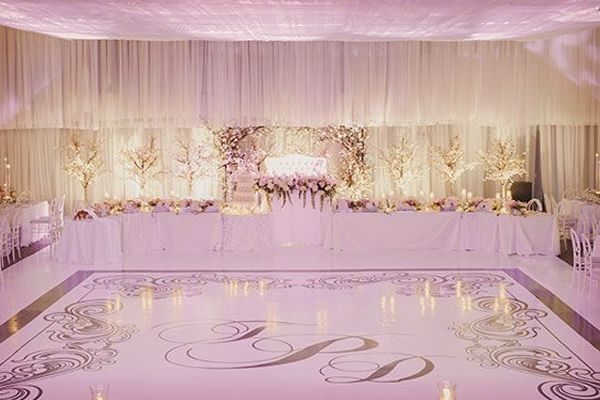 Ideas para el vals de la boda: pista de baile con las iniciales de los novios #bodas #ElblogdeMaríaJosé #valsnovios #inspiraciónbodas