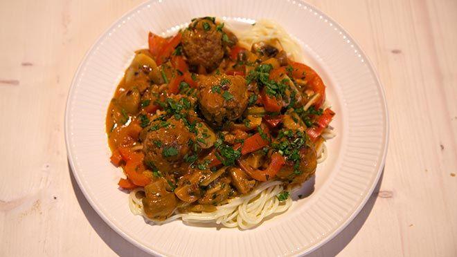 Spaghetti stroganoff met balletjes - recept | 24Kitchen