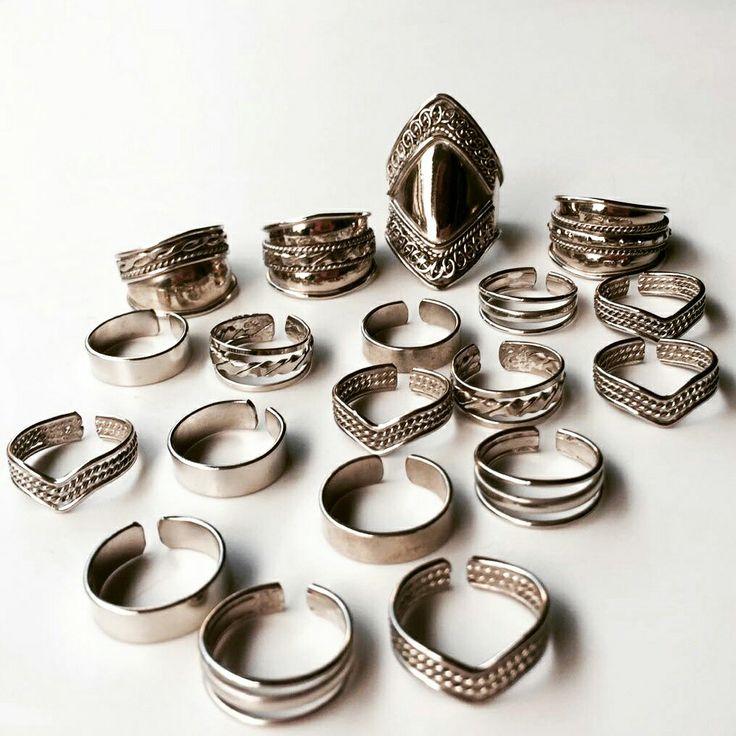 Seguimos con más anillos !  Regulables de alpaca Medianos y #midis para Falange de pie o mano o para ambos  #yoteavise y son lo más ! Todavía no tenés el tuyo?  Encontralos en  . . #angelesdecristalaccesorios #handmade #emprenderores #mujeresemprendedoras #instablogger #supremonutridor  #gemstone #goodbives #hechoconamor #musthave #tendencia #style #necklaces #rings #emprendedores #fashion #buenosaires #accesories #angelslook #instagram #followme