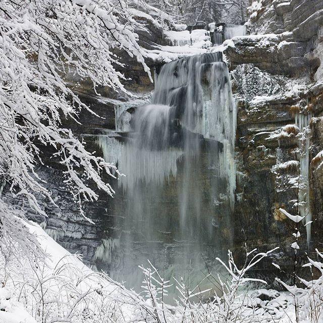 La magie des cascades du Hérisson en hiver. Superbe | Jura, France | Photo de Stéphane Godin/Jura Tourisme | #Jura #JuraTourisme