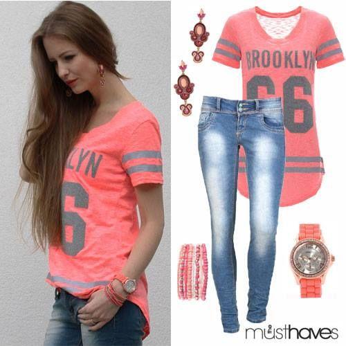 Sportieve tuniekjes, zijn hotter-than-hot op dit moment! Deze Jersey heeft een knal (meloen)roze kleur en is 100% zomers! Shop hem bij www.themusthaves.nl LOVE XX