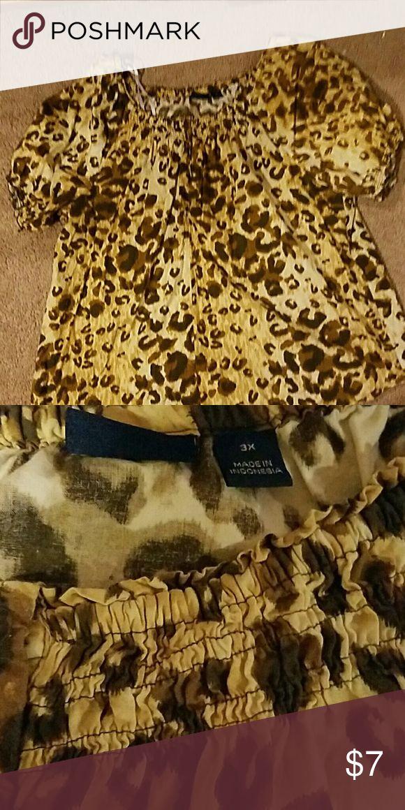 Gloria vanderbilt Leopard print shirt Very comfortable roomy shirt, cotton material, no rips or stains Gloria Vanderbilt Tops Blouses