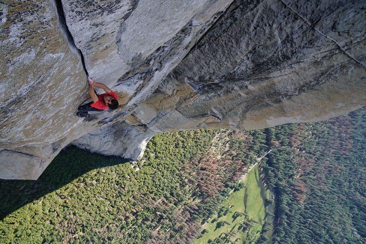 Picture of Alex Honnold free solo climbing El Capitan in Yosemite National Park, California